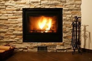 Poêle à bois, cheminée bûches compressées